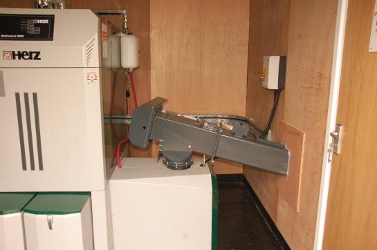 Fuel agitator from adjacent fuel store